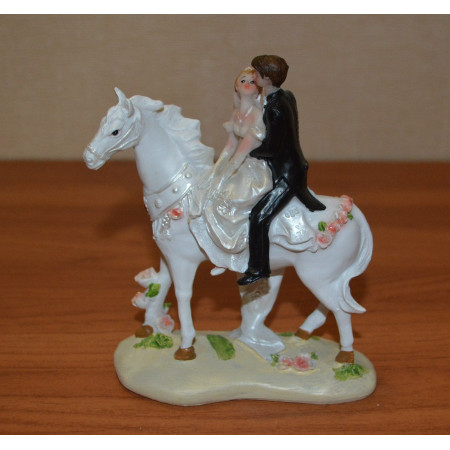 Свадебная пара 12х5х13см на белом коне, пластик